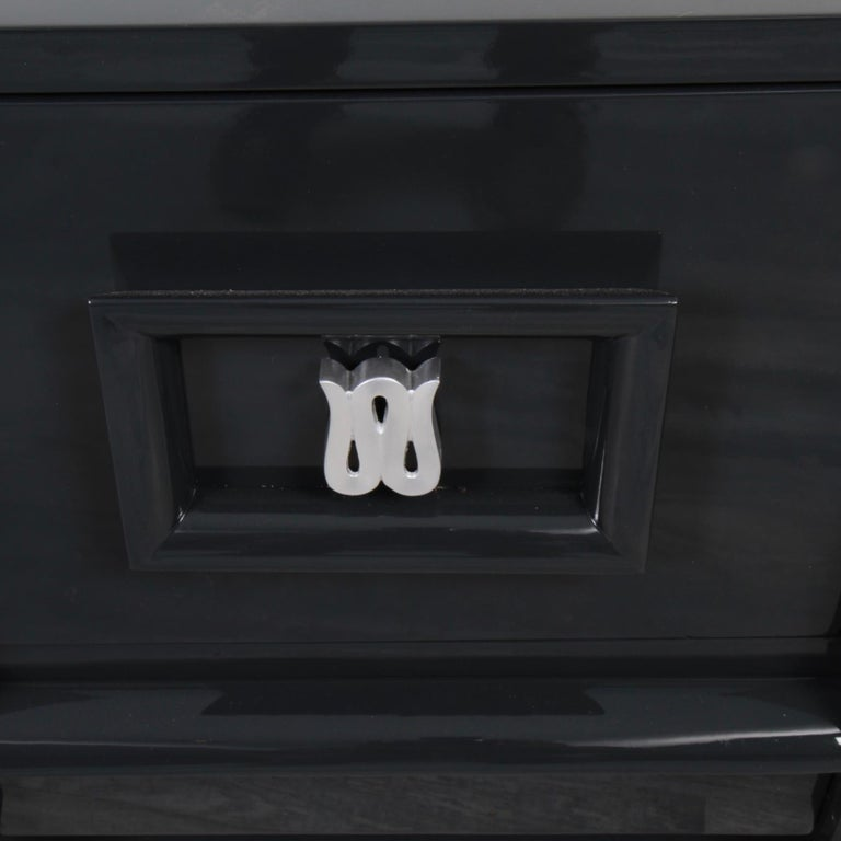Pair of Lacquered Mid-Century Modern Nightstands In Good Condition For Sale In New London, CT