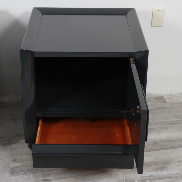 20th Century Pair of Lacquered Mid-Century Modern Nightstands For Sale