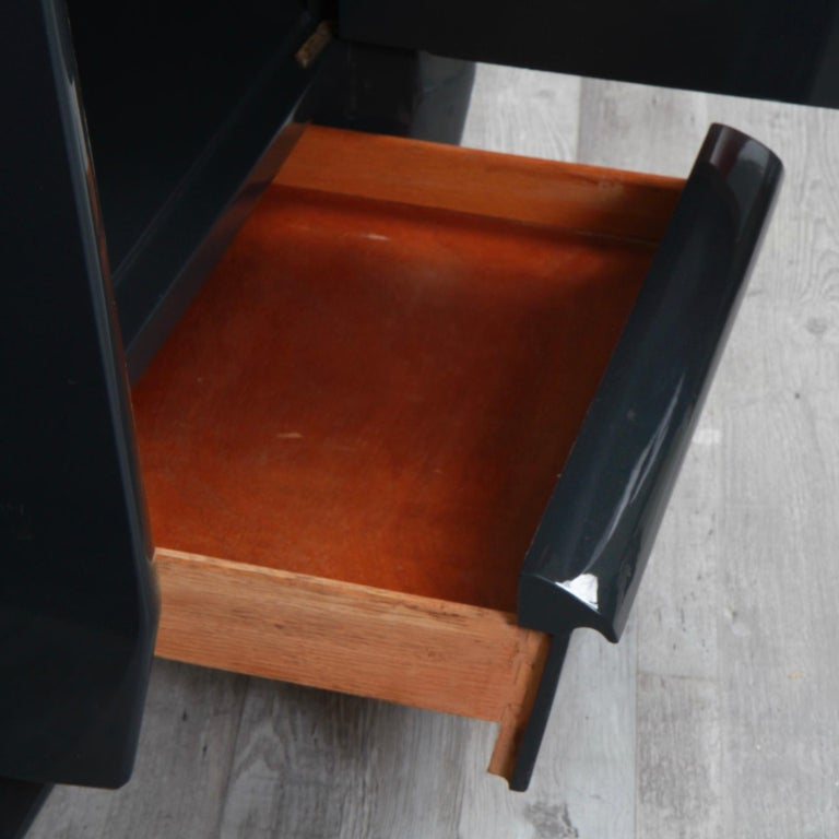 Mahogany Pair of Lacquered Mid-Century Modern Nightstands For Sale