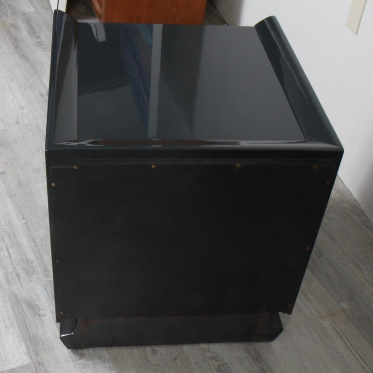 Pair of Lacquered Mid-Century Modern Nightstands For Sale 3