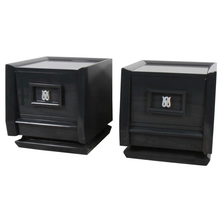 Pair of Lacquered Mid-Century Modern Nightstands For Sale