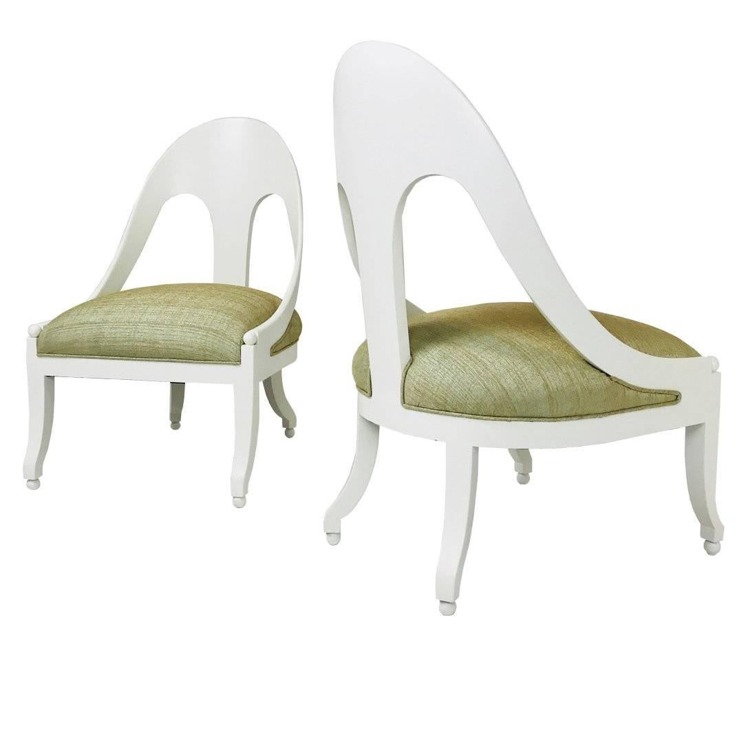 Ordinaire Pair Of Lacquered Spoon Back Chairs By Baker For Sale