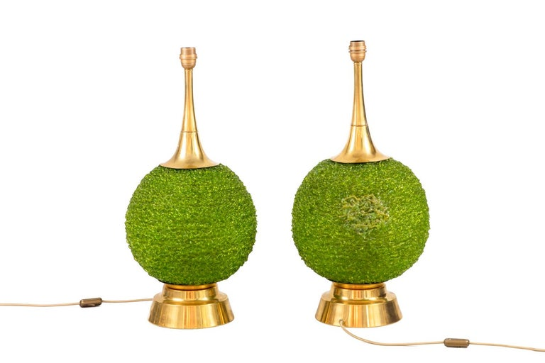 Pair of lamps in green Lucite and gilt brass in boxwood balls imitation. It is topped by a flared shaft and stands on a molded circular base.