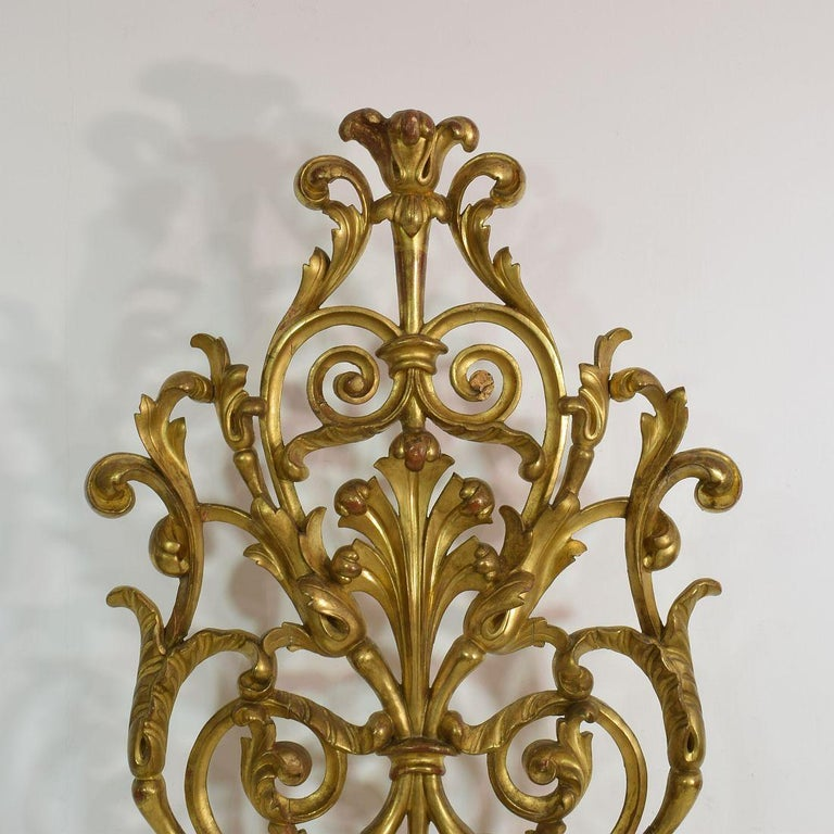 Pair of Large 18th Century Italian Giltwood Baroque Ornaments For Sale 8