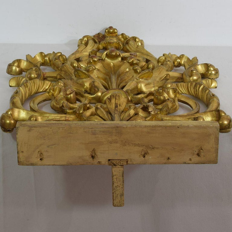 Pair of Large 18th Century Italian Giltwood Baroque Ornaments For Sale 10