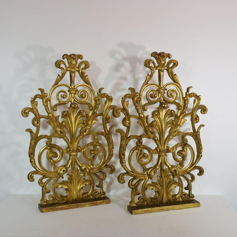 Pair of Large 18th Century Italian Giltwood Baroque Ornaments In Fair Condition For Sale In Amsterdam, NL