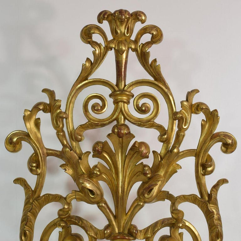 Pair of Large 18th Century Italian Giltwood Baroque Ornaments For Sale 2