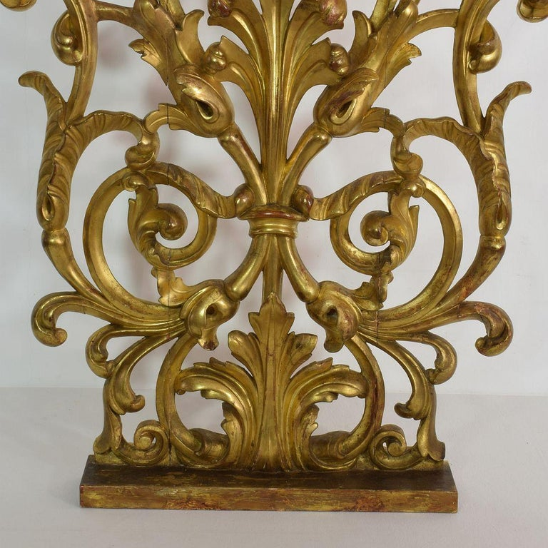 Pair of Large 18th Century Italian Giltwood Baroque Ornaments For Sale 3