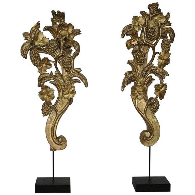 Pair of Large 18th Century Italian Giltwood Baroque Ornaments For Sale