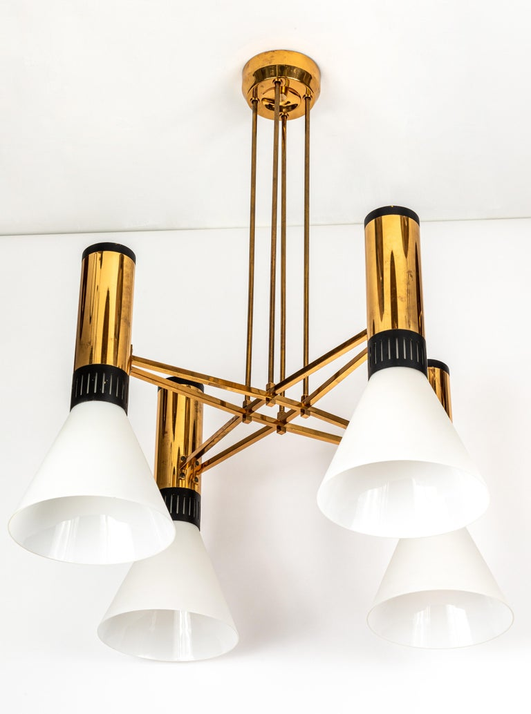 Pair of Large 1950s Stilnovo 4-Cone Model #1174 Chandeliers In Good Condition In Glendale, CA
