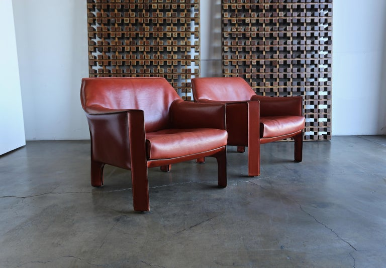 Modern Pair of Large CAB Lounge Chairs by Mario Bellini for Cassina For Sale