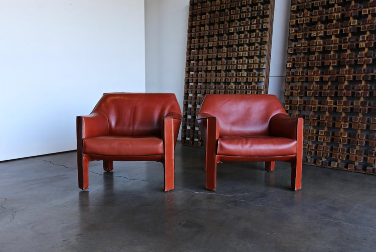 20th Century Pair of Large CAB Lounge Chairs by Mario Bellini for Cassina For Sale