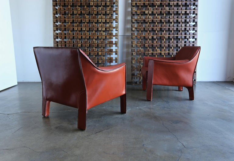 Pair of Large CAB Lounge Chairs by Mario Bellini for Cassina For Sale 1