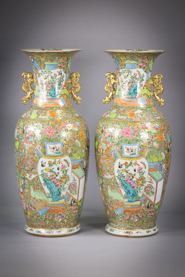 Pair of Large Chinese Porcelain Rose Mandarin Vases, circa 1840 In Good Condition For Sale In New York, NY