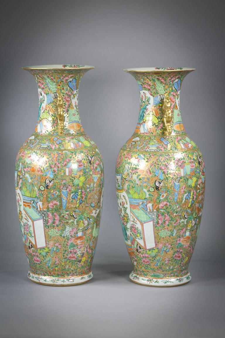 Pair of Large Chinese Porcelain Rose Mandarin Vases, circa 1840 For Sale 1
