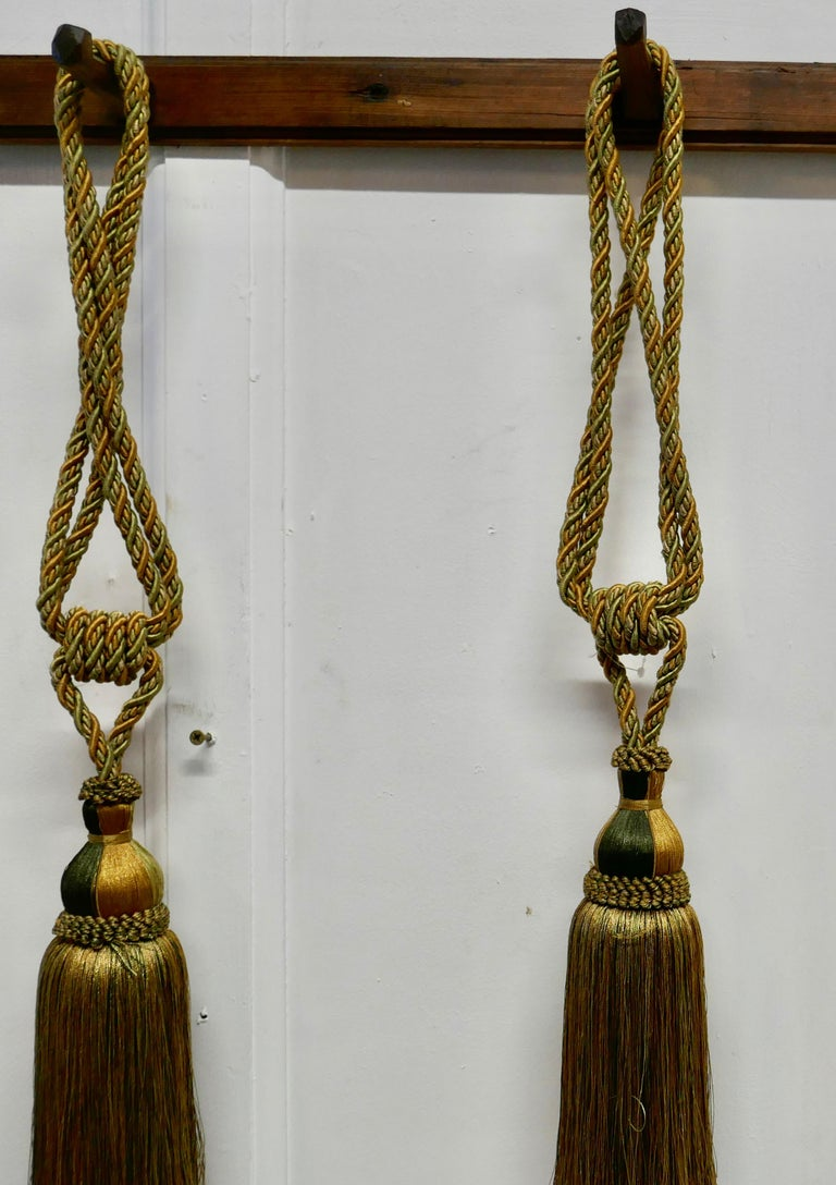 Pair of Large French Gold Silk Handmade Tassels, Passementerie Curtain Tiebacks In Good Condition For Sale In Chillerton, Isle of Wight