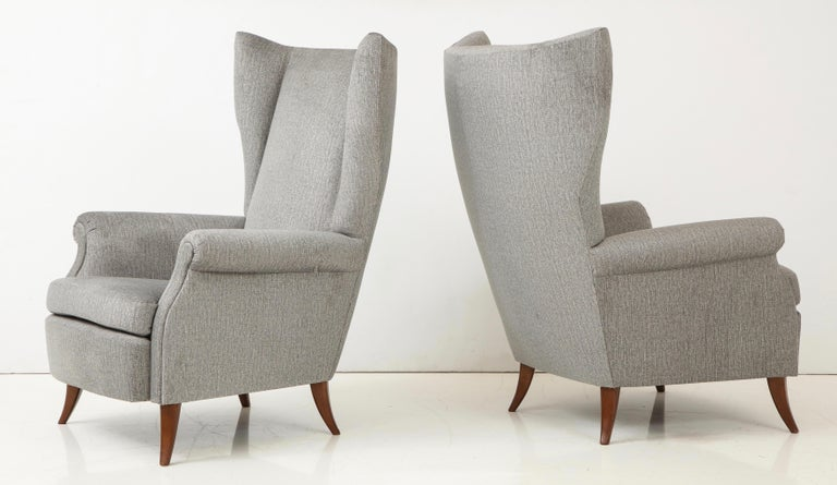 Mid-Century Modern Pair of Large Gio Ponti Style Midcentury Gray Italian Lounge Chairs For Sale