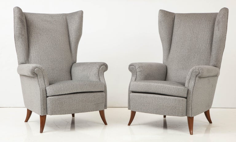Pair of Large Gio Ponti Style Midcentury Gray Italian Lounge Chairs In Excellent Condition For Sale In New York, NY