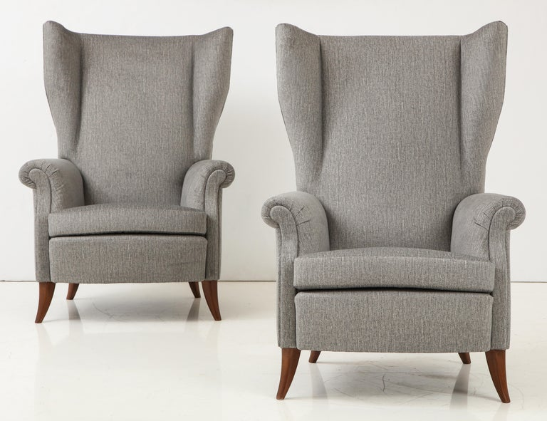 20th Century Pair of Large Gio Ponti Style Midcentury Gray Italian Lounge Chairs For Sale