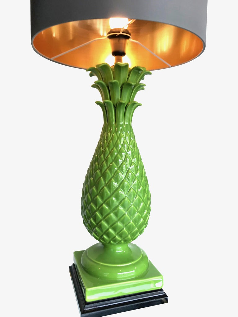 Pair of Large Italian Ceramic Pineapple Lamps In Excellent Condition For Sale In London, GB