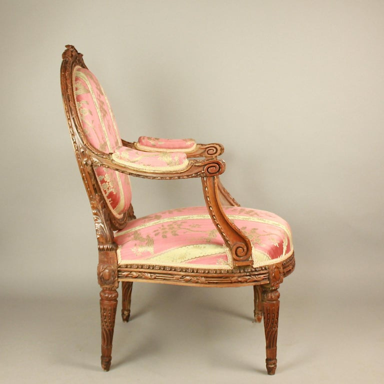 Pair of Large Louis XVI Style Walnut Fauteuils or Armchairs In Good Condition For Sale In Berlin, DE