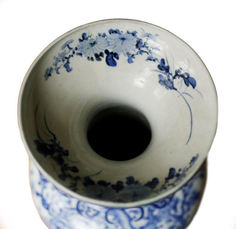 Pair of Large Meiji Period Blue and White Porcelain Vases For Sale 3