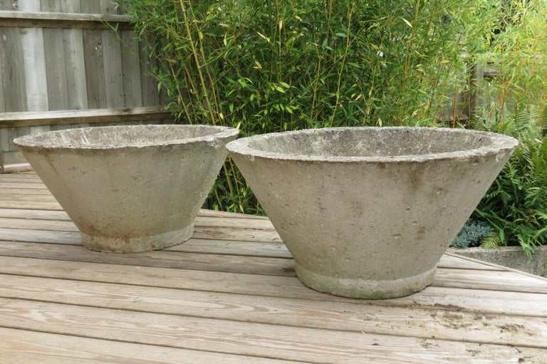 pair of large midcentury concrete garden pots 1970s for sale at 1stdibs. Black Bedroom Furniture Sets. Home Design Ideas