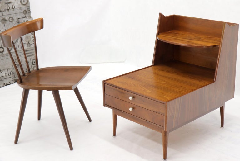 Pair of stunning oiled walnut finish end side tables nightstands by Drexel.