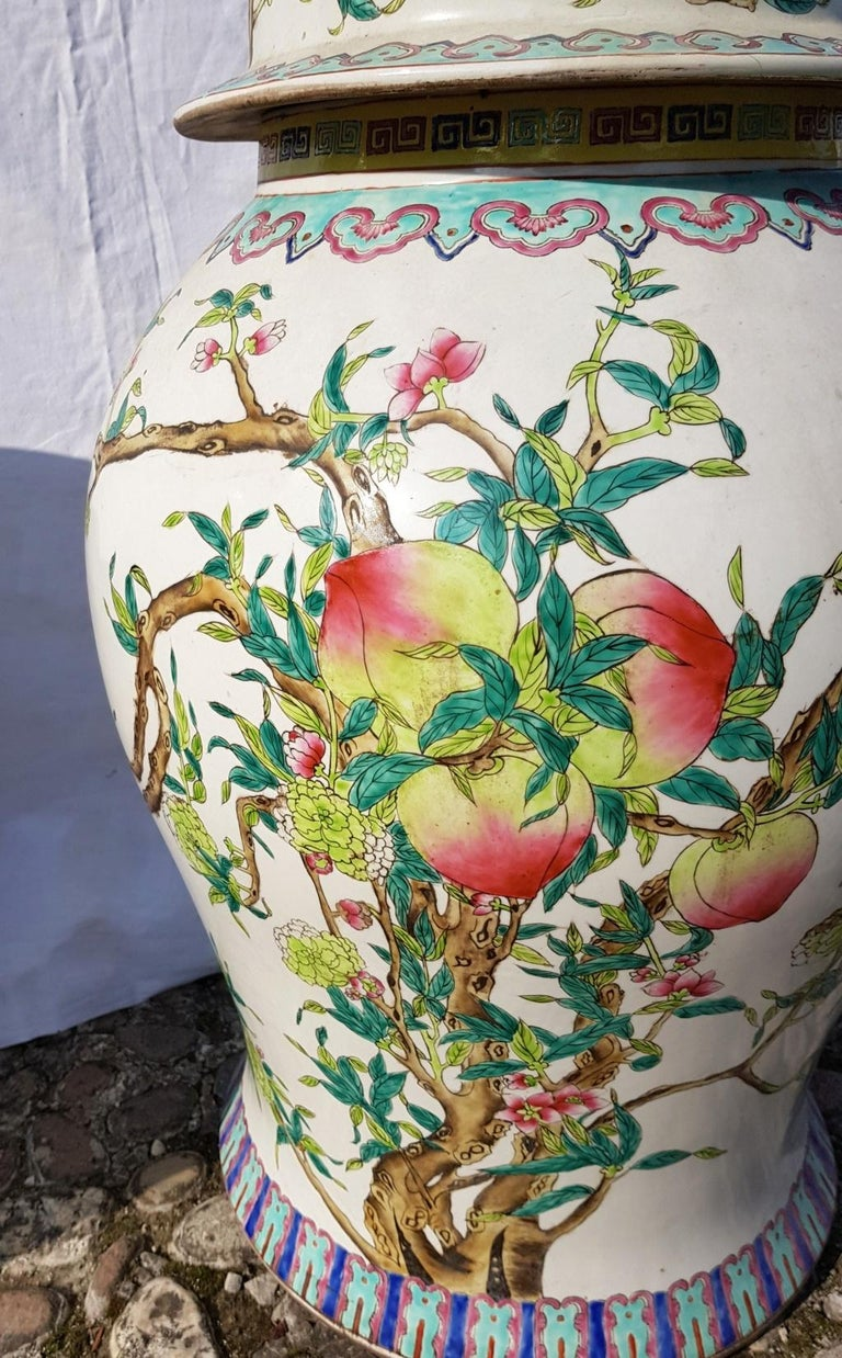 Pair of chinese potiches in glazed painted porcelain, China 20th century vases For Sale 4