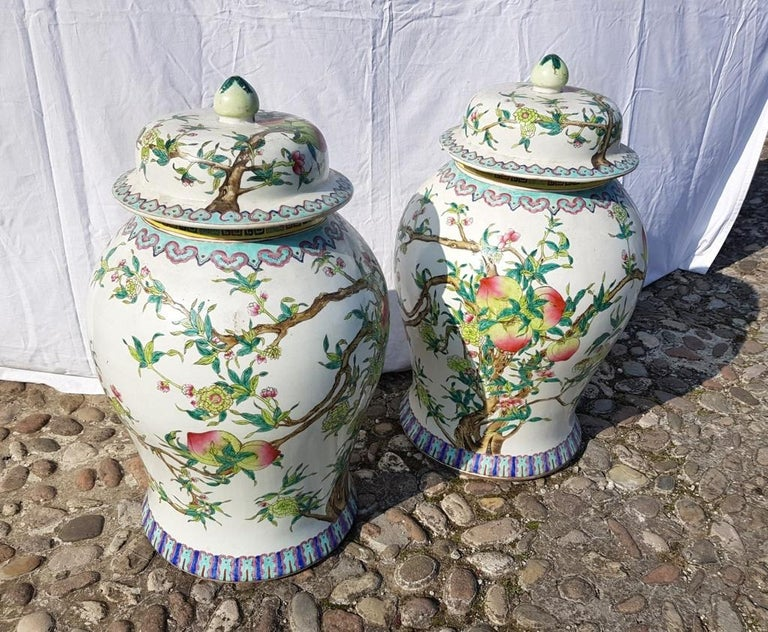 Pair of chinese potiches in glazed painted porcelain, China 20th century vases For Sale 7