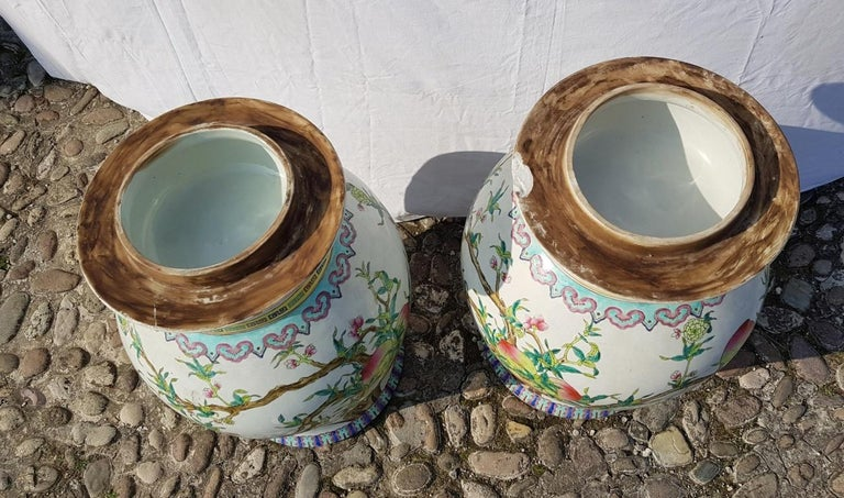 Pair of chinese potiches in glazed painted porcelain, China 20th century vases For Sale 12