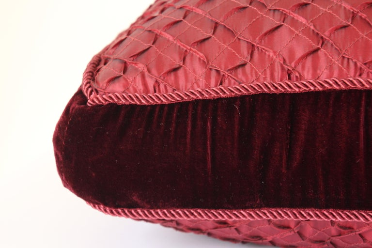 Pair of Large Red Decorative Silk Pillows In Good Condition For Sale In North Hollywood, CA