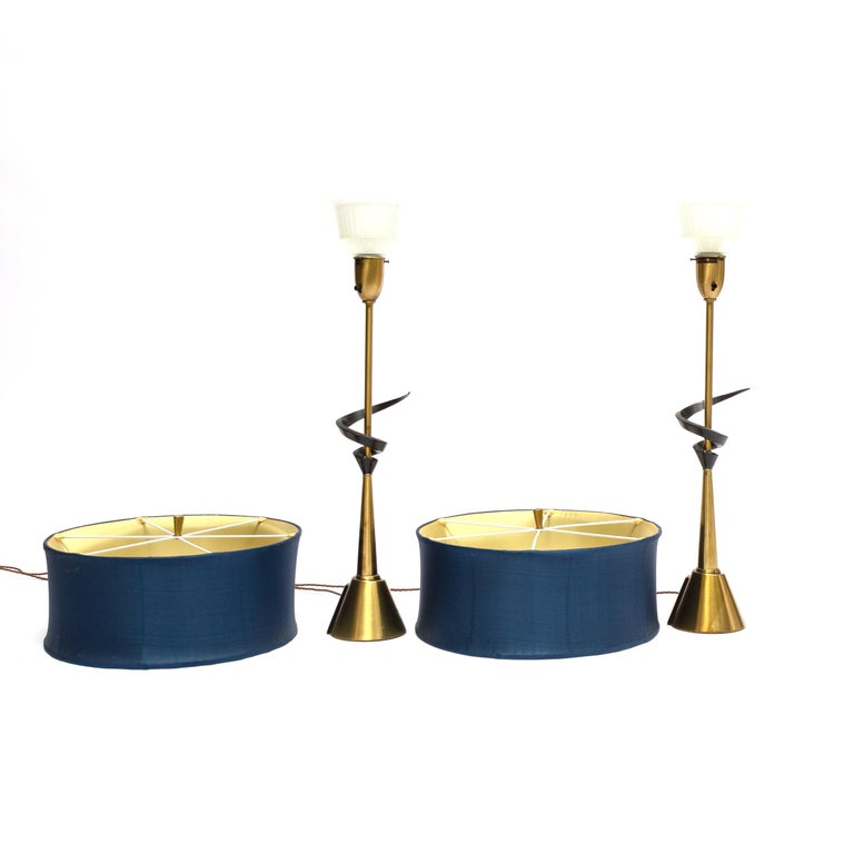 A unique pair of large table lamps designed and manufactured by the Rembrandt Lamp Company of Chicago. Standing a huge 93cm tall, these impressive lamps are classic American Mid-Century Modern. With an blue abstract pattern and round brass base and