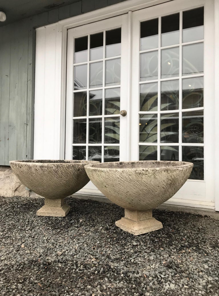 Mid-Century Modern Pair of Large Round French Cast Stone Bowl Planters on Integral Feet #1 For Sale