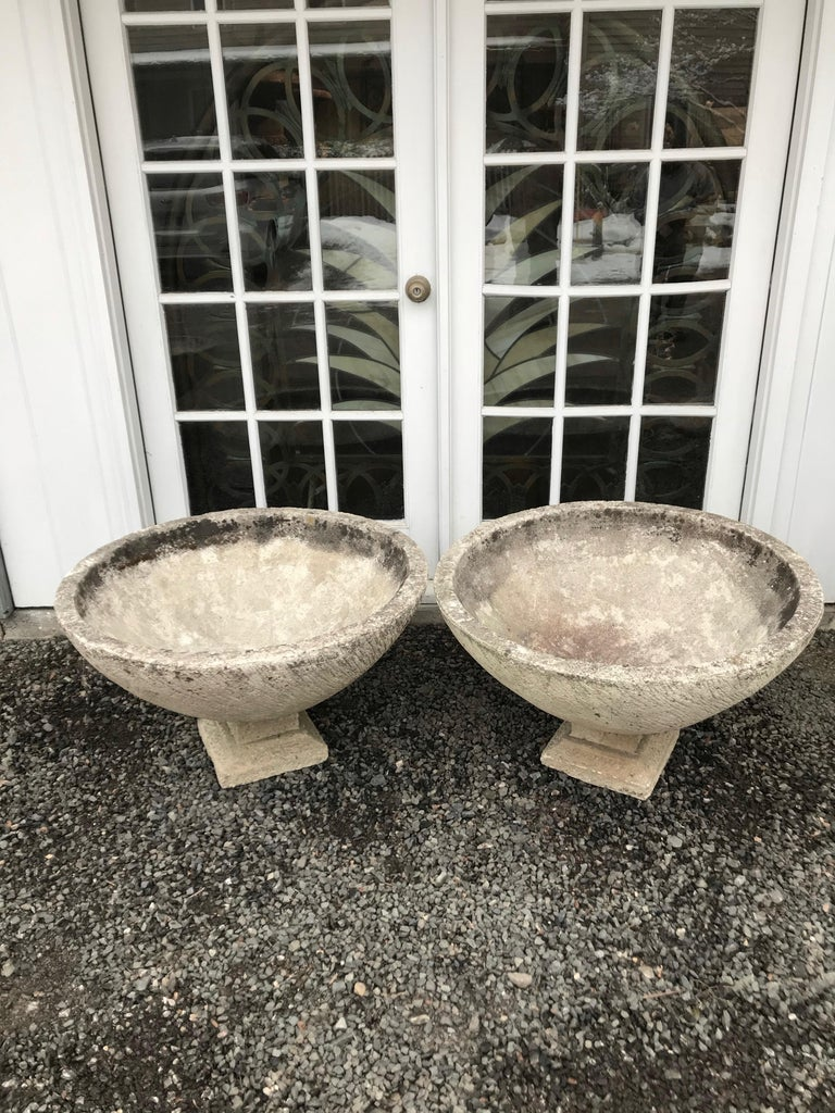 Pair of Large Round French Cast Stone Bowl Planters on Integral Feet #1 In Good Condition For Sale In Woodbury, CT