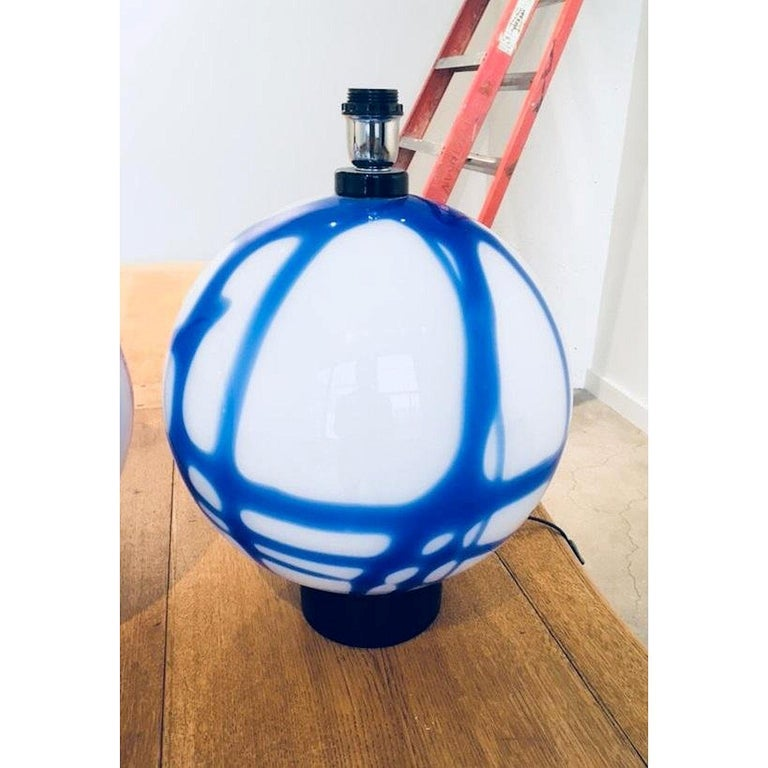 Hand-Crafted Pair of Large Round White/Blue Murano Glass Table Lamps, Mid-Century Modern For Sale