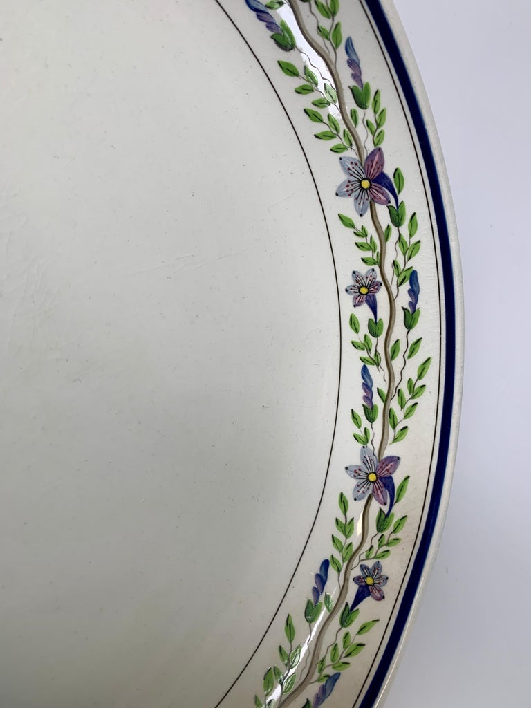 Pair of Large Wedgwood Bowls Made in England, circa 1820 In Excellent Condition For Sale In Katonah, NY
