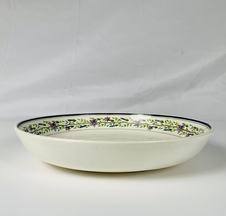 Pair of Large Wedgwood Bowls Made in England, circa 1820 For Sale 1