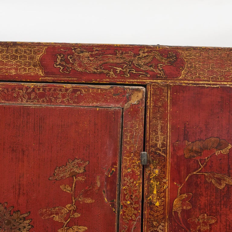 Pair of Late 18th Century Chinese Lacquered Cabinets with Original Decorations For Sale 7