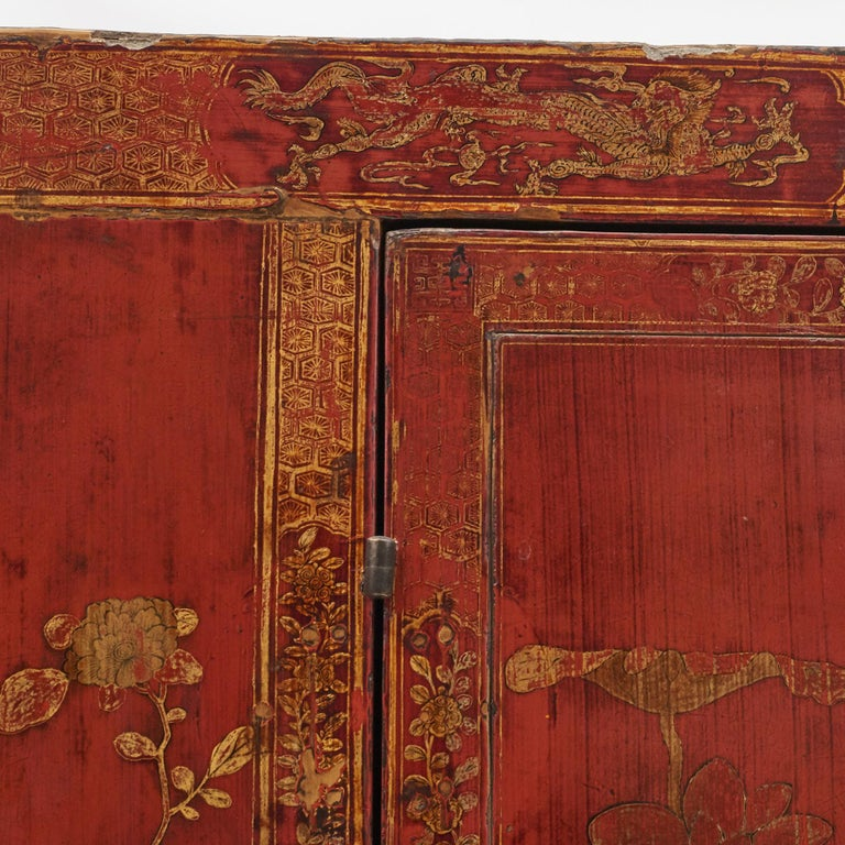 Pair of Late 18th Century Chinese Lacquered Cabinets with Original Decorations For Sale 10