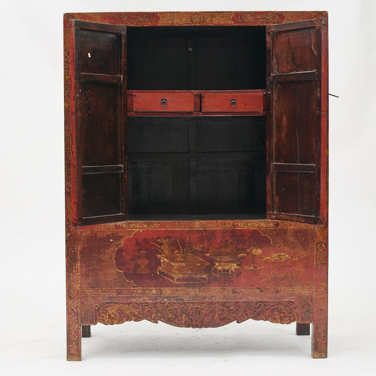 Pair of Late 18th Century Chinese Lacquered Cabinets with Original Decorations In Good Condition For Sale In Nordhavn, DK