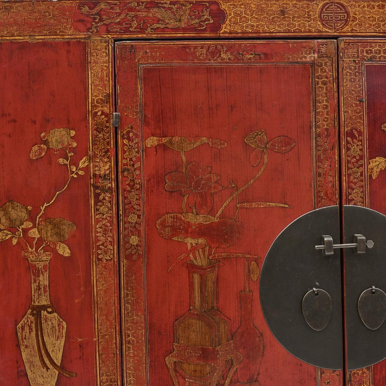 Pair of Late 18th Century Chinese Lacquered Cabinets with Original Decorations For Sale 2