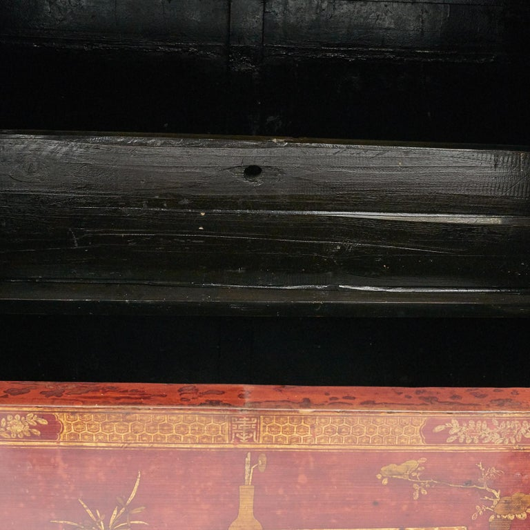 Pair of Late 18th Century Chinese Lacquered Cabinets with Original Decorations For Sale 4