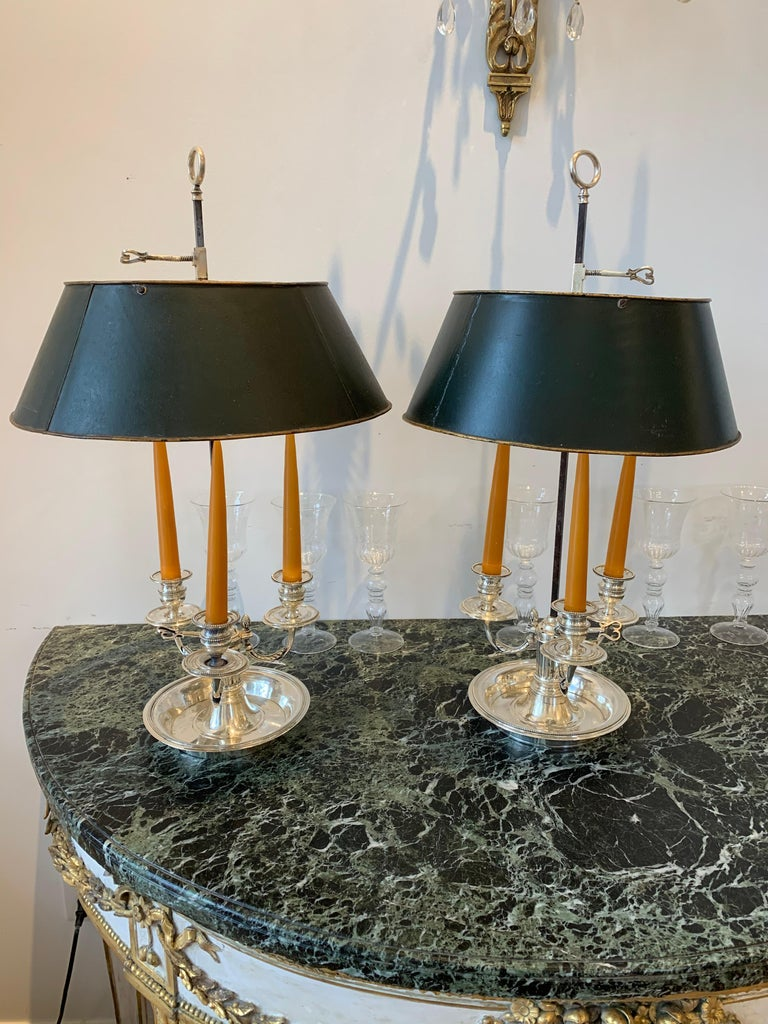 Neoclassical Pair of Late 18th Century Silvered Bronze Bouillotte Lamps For Sale