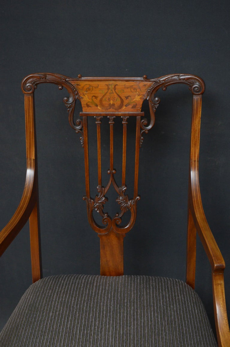 European Pair of Late Victorian Carver Chairs in Mahogany For Sale