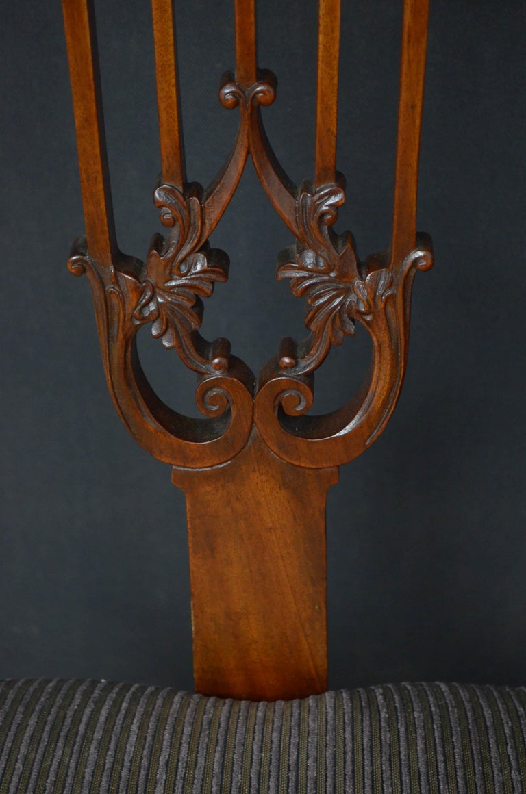 Pair of Late Victorian Carver Chairs in Mahogany For Sale 1