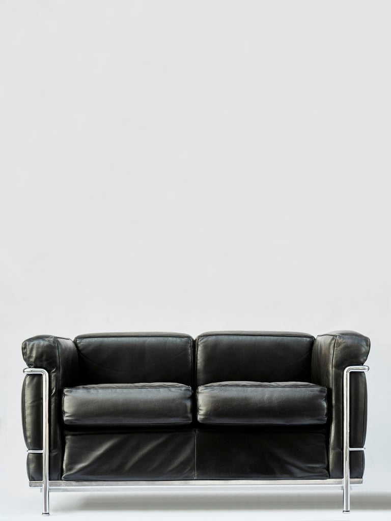 Pair of sofas made of polished chrome-plated steel frame and leather cushion.  Designed by Le Corbusier, Pierre Jeanneret and Charlotte Perriand, and edited by Cassina in 1978.  Engraved logo, signature and serial number on the