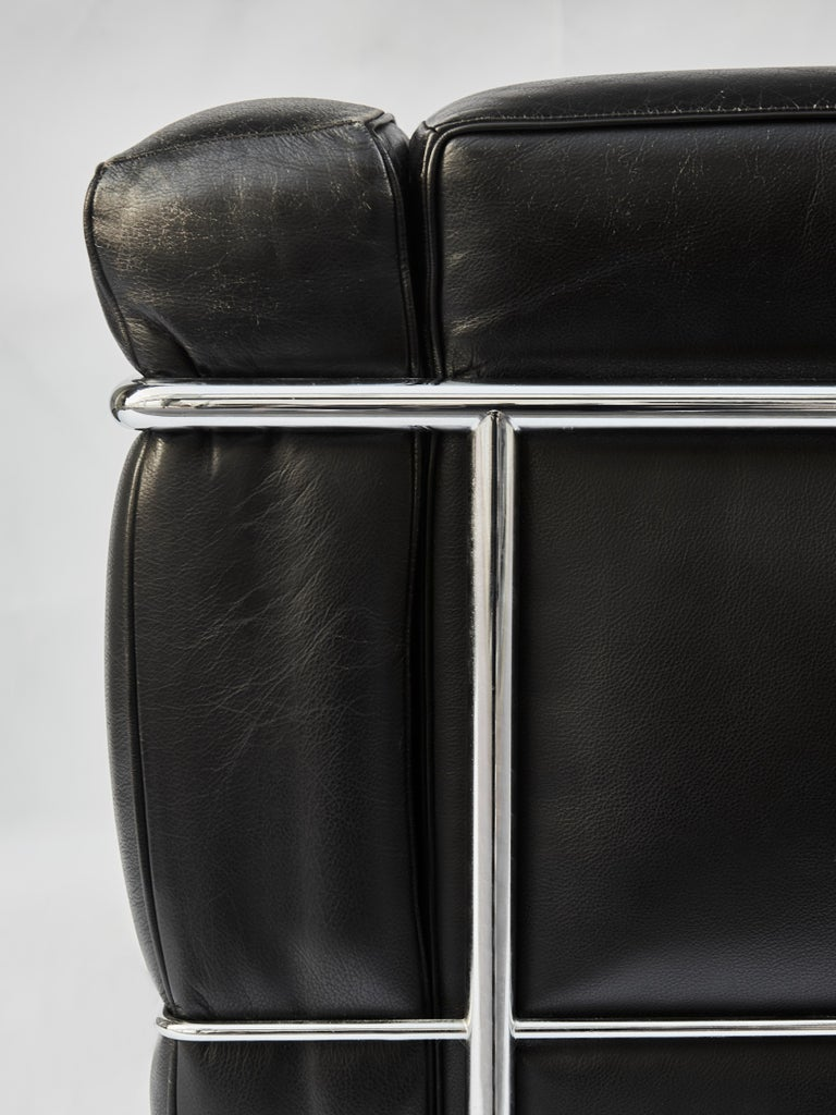 Late 20th Century Pair of LC2 Two-Seat Sofas by Le Corbusier Edited by Cassina For Sale