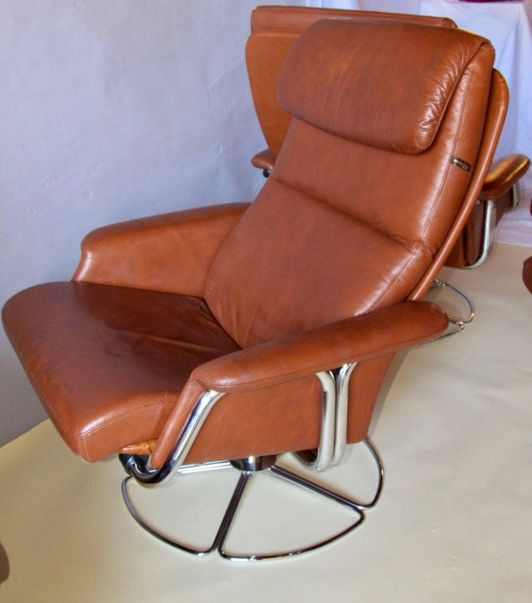 Hand-Crafted Bruno Mathsson Pair of DUX  Chrome Swivel Lounge Chairs and Ottomans 1970s For Sale