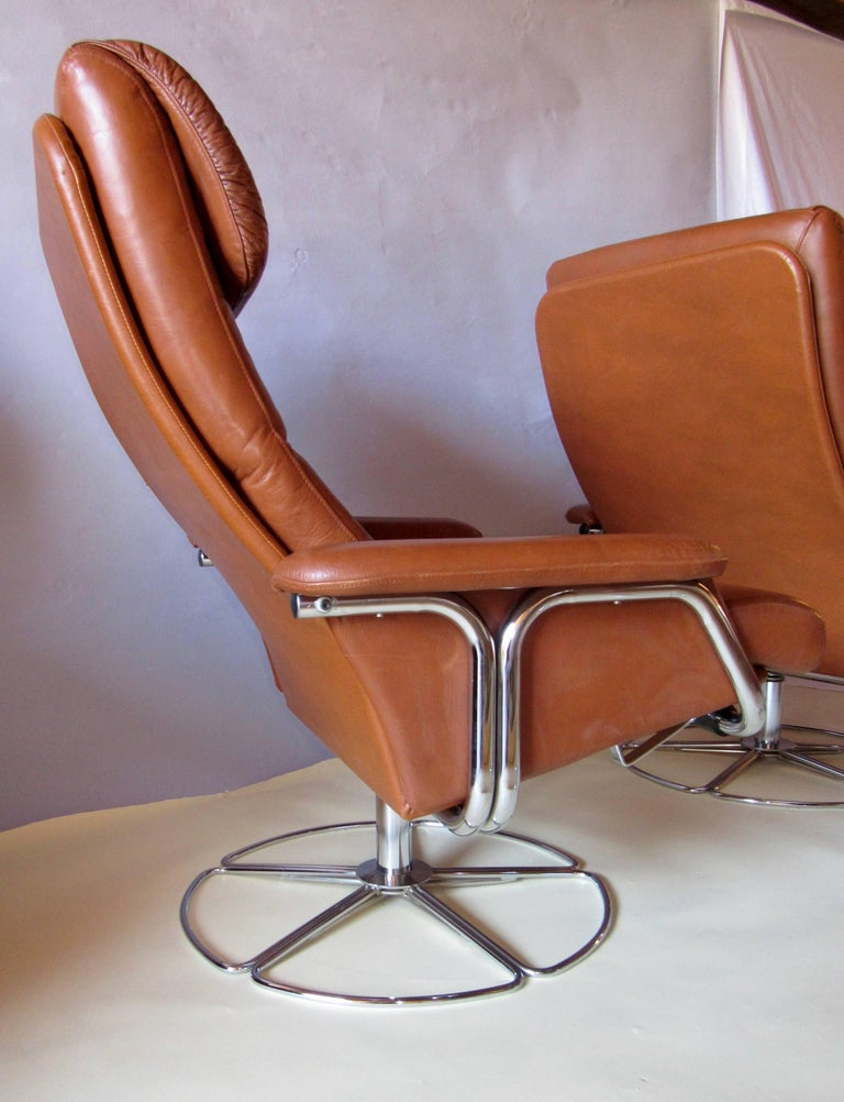Bruno Mathsson Pair of DUX  Chrome Swivel Lounge Chairs and Ottomans 1970s For Sale 1